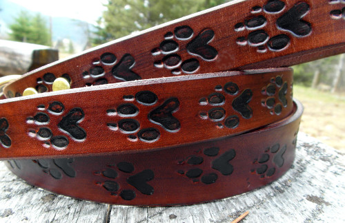 Leather leash with wolf tracks.