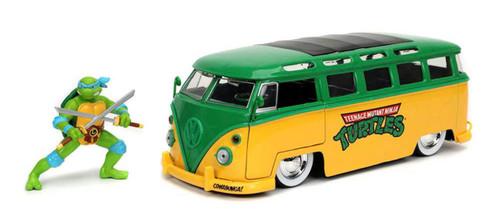 1:24 TMNT - 1962 VW Bus w/Leonardo Figure