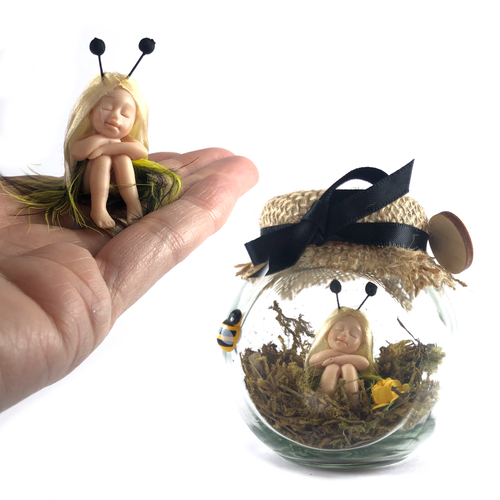 Small fairy Jar sitting Bumble bee
