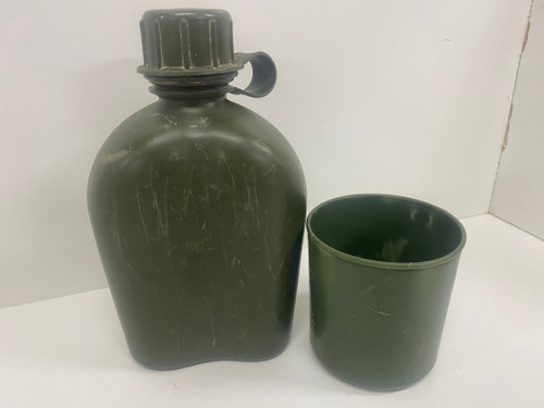Vintage ARMY 'Betaware' (92) Plastic Cup & Green Canteen Set