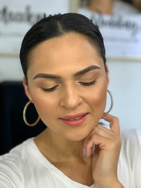 FRIDAY GLAM SESSION:  5-minute makeup look