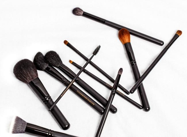 TIP TUESDAY: How to clean your Makeup brushes
