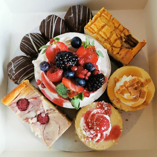 ......Build a Cheesecake Selection Box £16 .... Choose any 1 x chilled set cheesecake, choose any 2 x baked American style cheesecakes and add any 3 items from the extras menu.