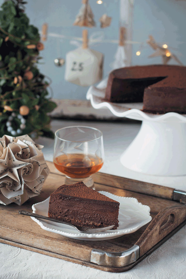 spiced-chocolate-cheesecake-with-christmas-cake-crust.original.jpg