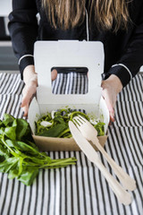 Easy Closing Kraft Compostable Salad Box With 2 Windows -29oz L:6.1 x W:4.68 x H:2.1in
