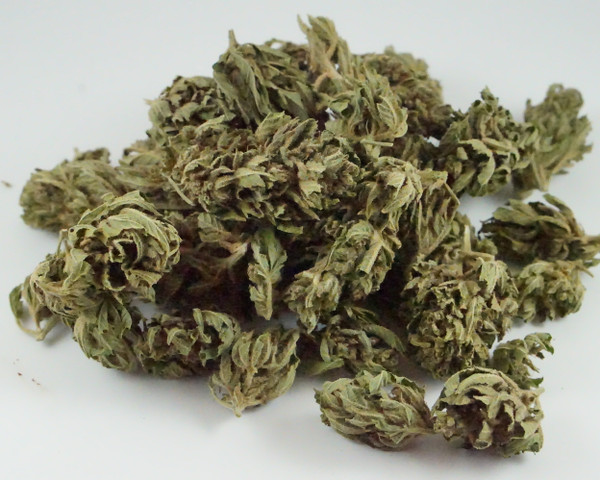 Sour Pineapple flower has a strong fruity hops nose that knocks you in the face and is absolutely delicious. The high percentage terp profile delivers an aroma that has sweet and tangy notes which develop while you are enjoying the affects.