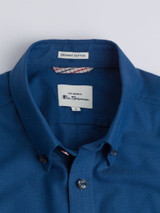 Close Up of Azure Blue Ben Sherman Organic Short Sleeve Oxford Shirt Collar