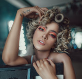 HOT ROLLERS TUTORIAL: 7 STEPS TO CREATE CURLY AND WAVY HAIRSTYLES