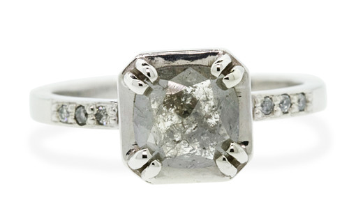 AIRA Ring in White Gold with 1.05 Carat Gray Diamond