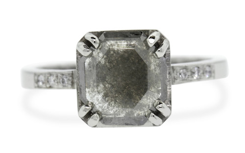 AIRA Ring in White Gold with 1.10 Carat Gray Diamond
