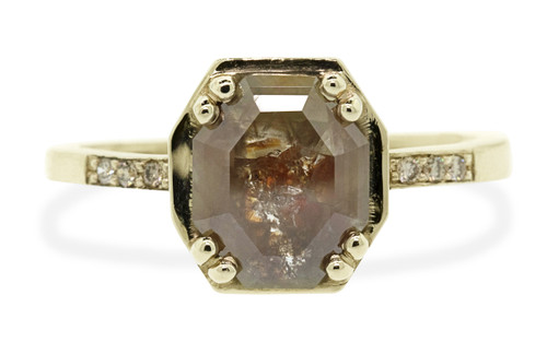 AIRA 1.49 carat cognac champagne hexagon cut prong set in 14k yellow gold geometric octangular setting. 1.2mm brilliant champagne pave diamonds set in 14k  yellow gold band. New Classic Collection.