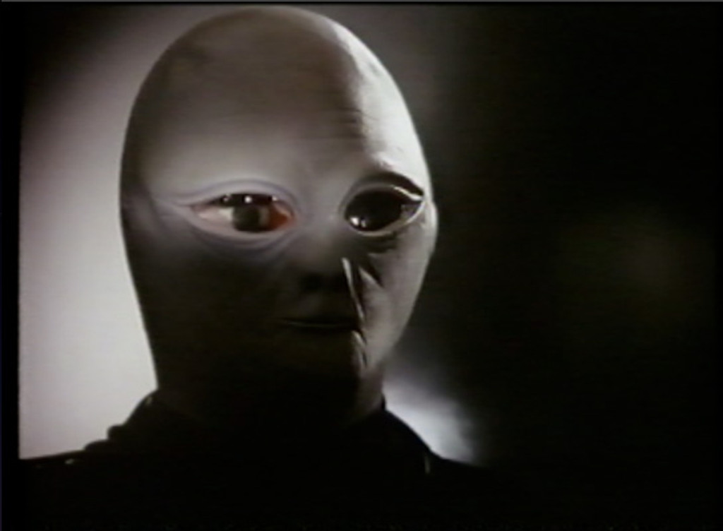 """Starring James Earl Jones, and Estelle Parsons 1975 """"The UFO incident"""" on DVD"""