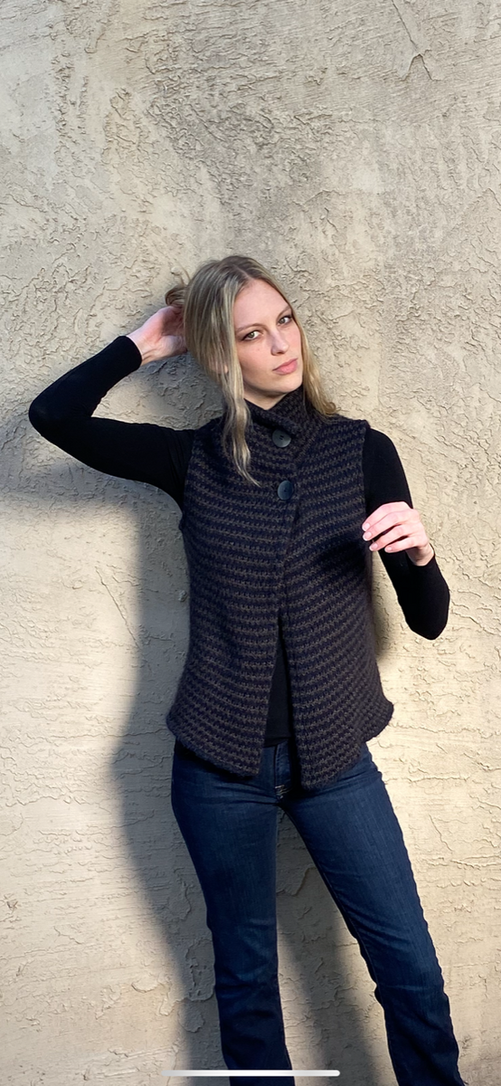 Gilet Style Sleeveless Sweater with Turtleneck Collar