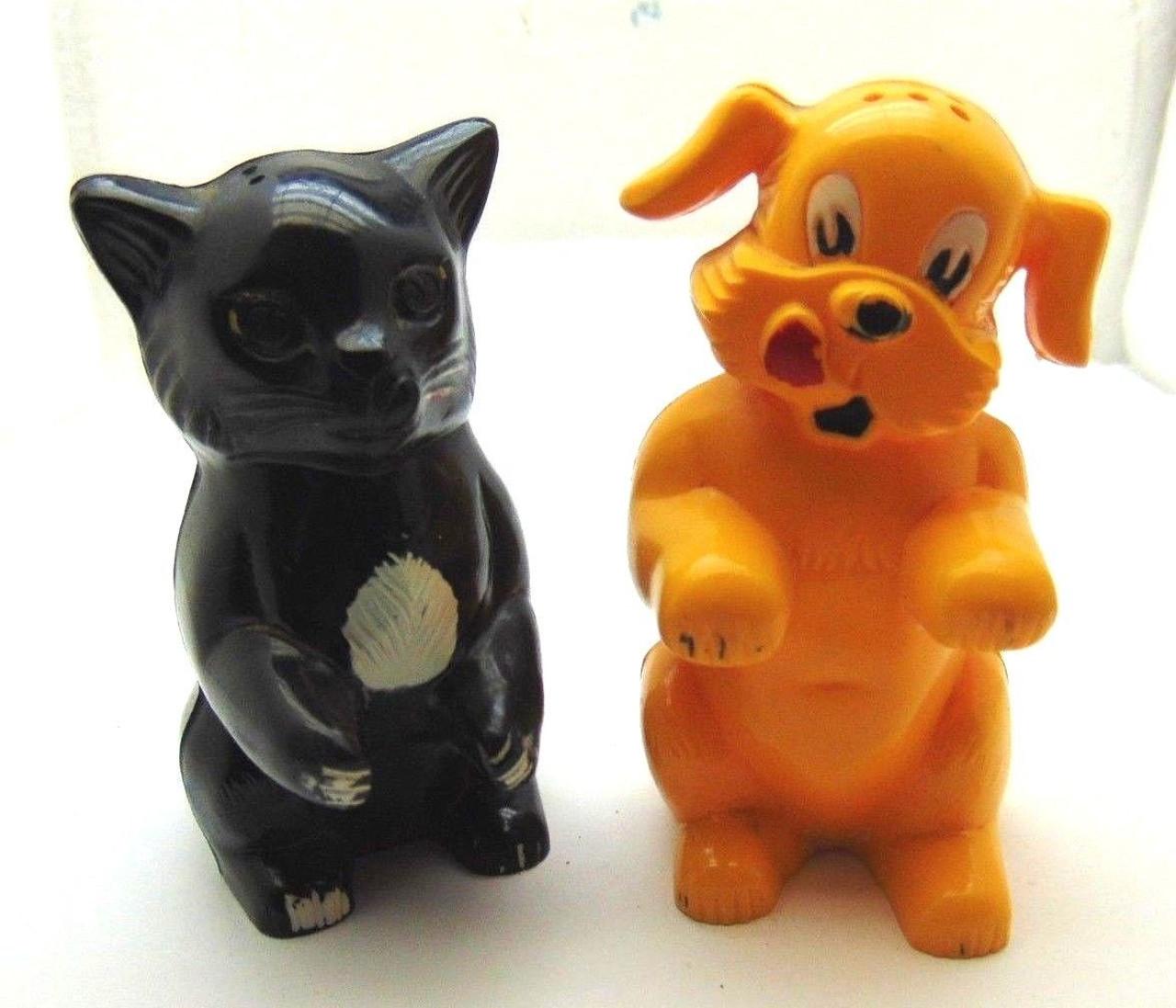 F F Signed Plastic Dog Cat Salt Pepper Shakers Early 1960 S Set 2 Pcs Dazzlecity