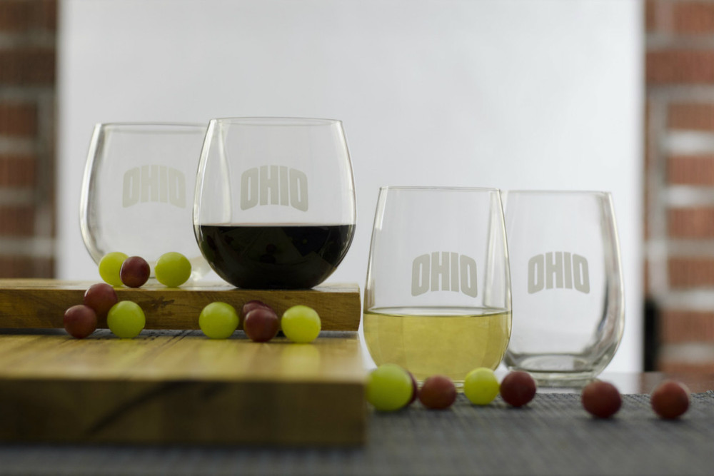 Both Red and White Glasses to enjoy your favorite wine