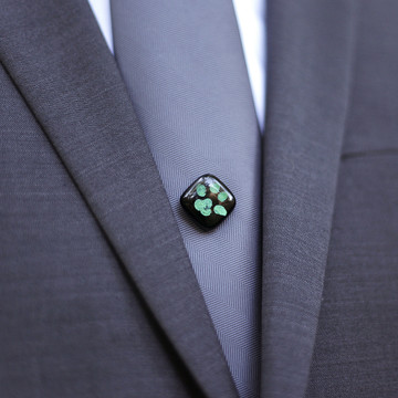 GLASS TIE TACK