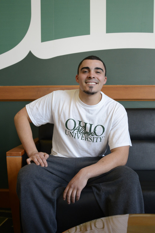 OHIO UNIVERSITY ALUMNI T-SHIRT FEATURING SCRIPT LETTERING