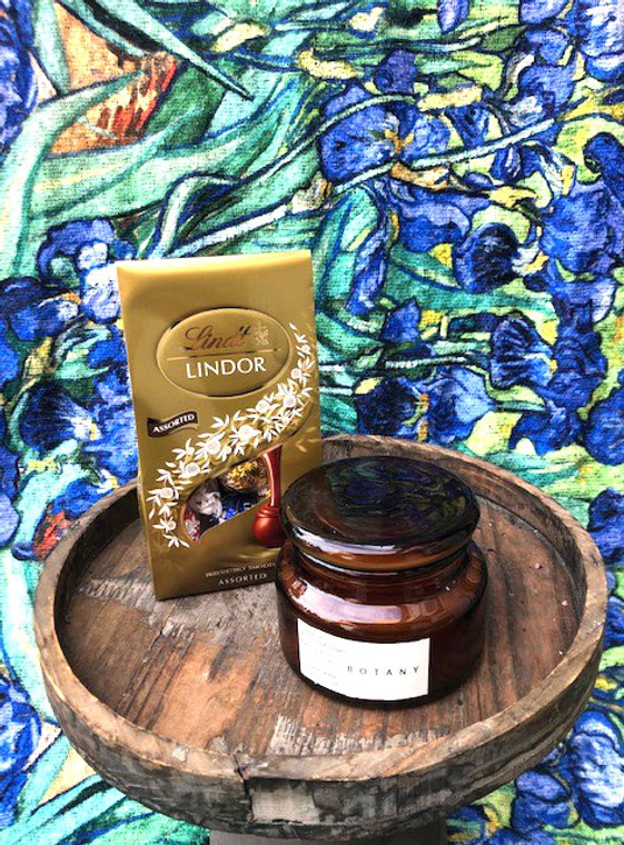 Irises. Scarf and candle giftpack
