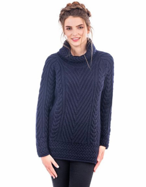 Ladies Turtleneck Ribbed Cable Knit Sweater In Navy