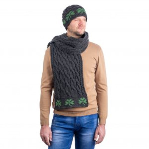 Cable Knit Shamrock Scarf In Charcoal