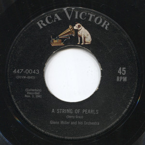 Glenn Miller & Orchestra: A String of Pearls / In the Mood - 45 rpm Vinyl Record