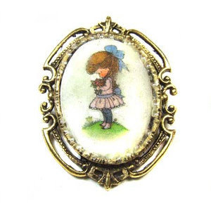 Antiqued Gold Tone Cameo Brooch