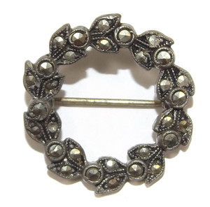 Vintage Silver Tone Ivy Wreath Shaped Brooch Pin w/ Marcasite Stones