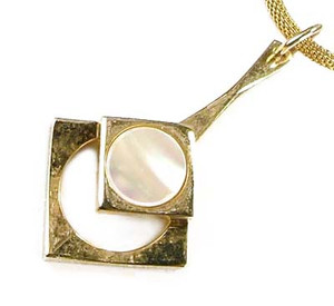 Modern Design Gold Plated Mother of Pearl Necklace Pendant