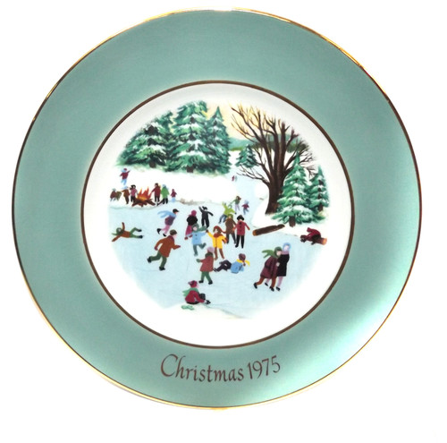Vintage Christmas 1975 Avon Skaters on a Pond Collector Plate in Box Wedgewood
