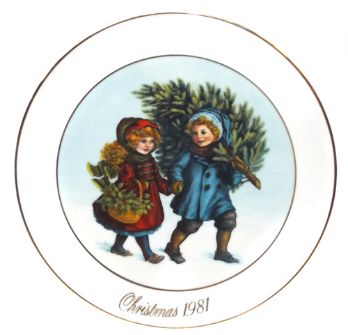 Vintage 1981 Avon Sharing the Christmas Spirit Christmas Memories Collector Plate in Box