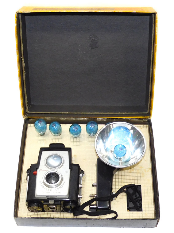 Vintage Eastman Kodak Brownie Starflex Camera Outfit & Original Box Accessories