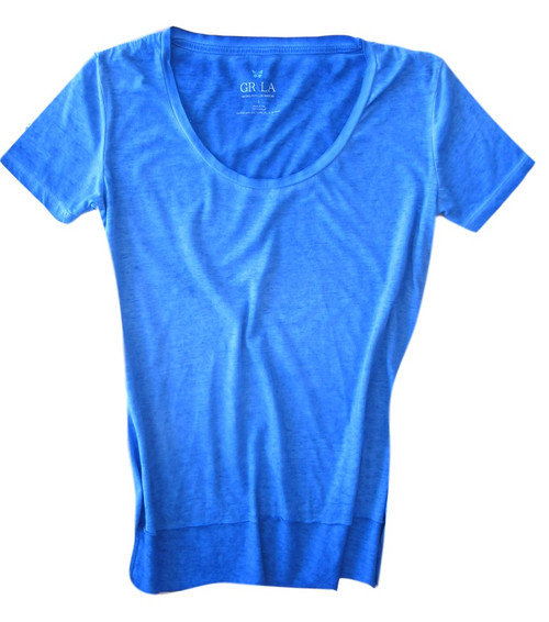 Relaxed and easy short sleeve with a deep scoop neck in brilliant blue. 100% Organic Cotton. The front is shorter with an unfinished hem.