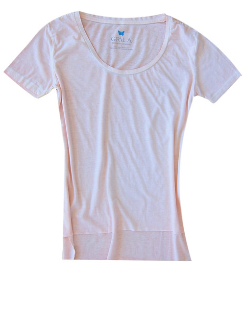 Relaxed and easy short sleeve with a deep scoop neck in Pretty Pale Pink. 100% Organic Cotton. The front is shorter with an unfinished hem. Slightly fitted at the waist