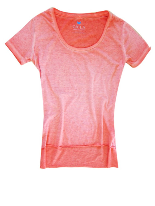 Relaxed and easy short sleeve with a deep scoop neck in Melon Orange. 100% Organic Cotton. The front is shorter with an unfinished hem. Slightly fitted at the waist