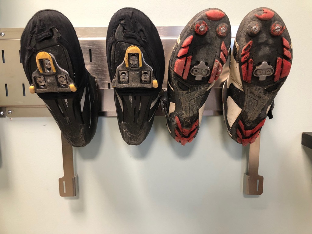Shoe rack for sports shoes
