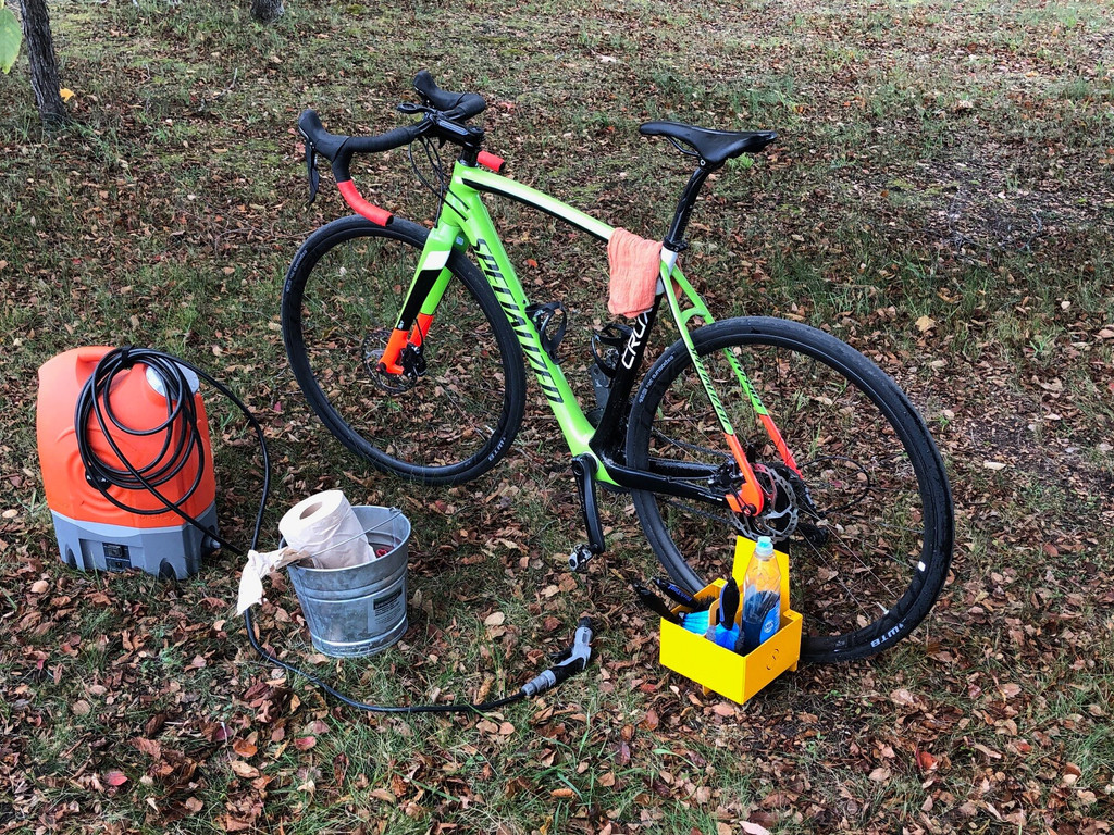 Pit box is a must have for washing your bike in the yard after a gravel ride or a cx race