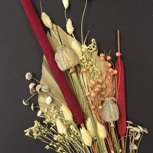 Red Bulrush and dried flower cake topper