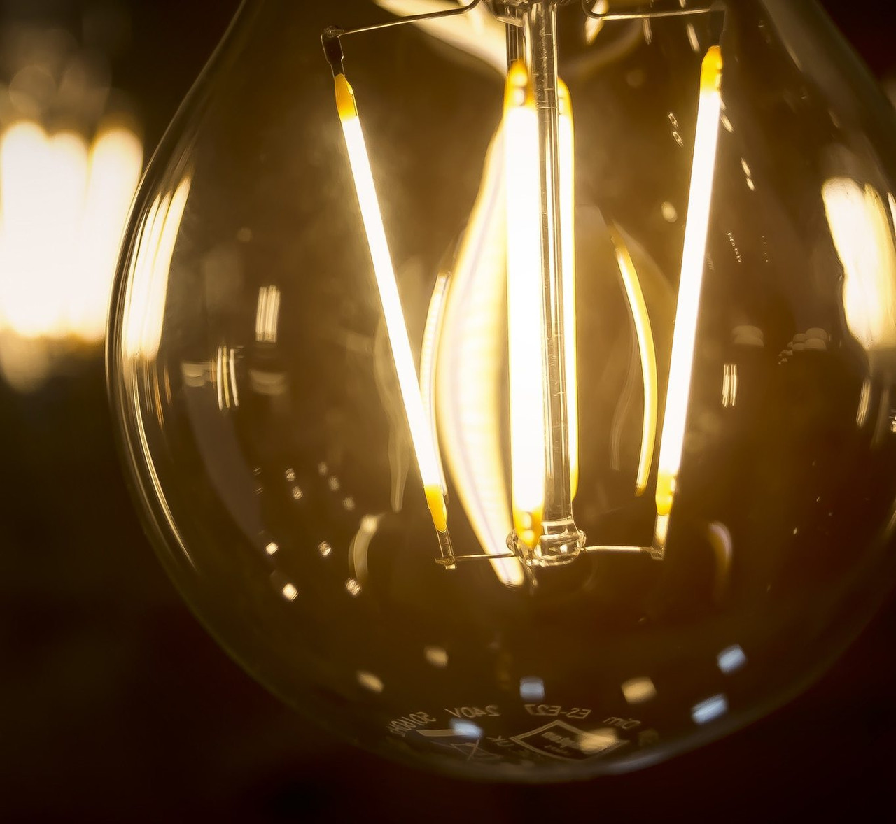 LED Dimmable GLS Filament Light Bulbs