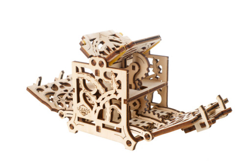 UGears Games Dice Keeper