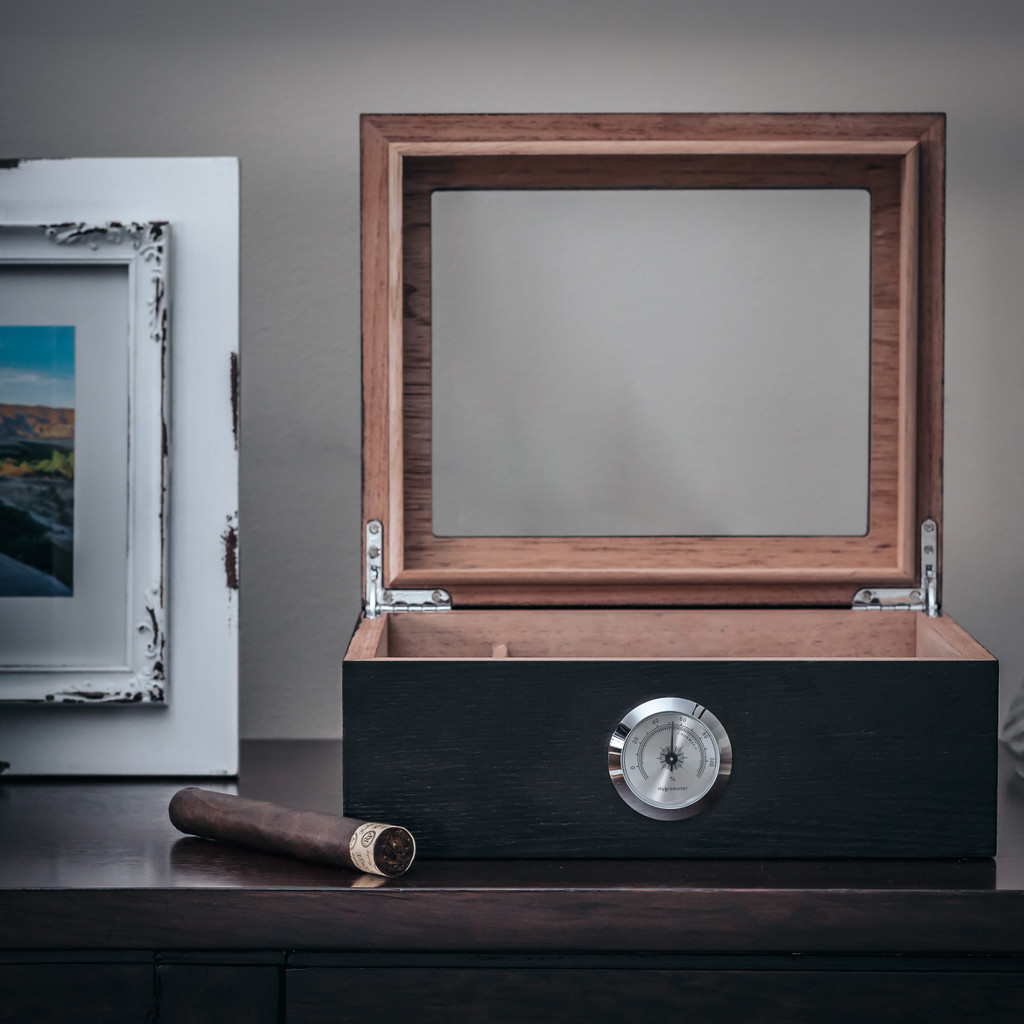Humidor with (Optional) Engraving on Glass Lid (Great Gift For Father's Day!)