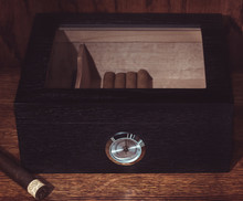 Humidor with (Optional) Engraving on Glass Lid (Great Gift For Father's Day!)Humidor with (Optional) Engraving on Glass Lid (Great Gift For Father's Day!)