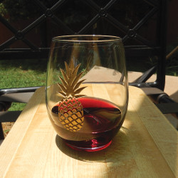 Stemless Wine Glass with Golden Pineapple