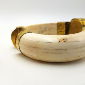 Chiara Hinged Bone Bracelet with Agate Cabochon