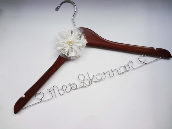 Walnut hanger with White Lace flower