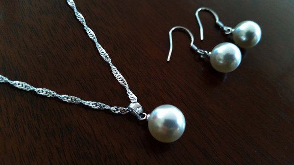 Pearl necklace and Earrings set - Bridal Party gift