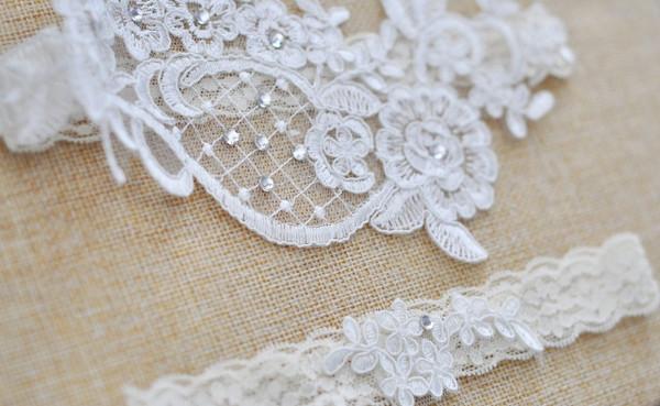 Elegant White/Ivory garter set - Kiara