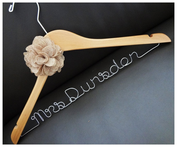 Natural hanger with burlap flower