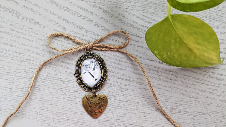 Bouquet Charm (Small Oval)  - Lila Design