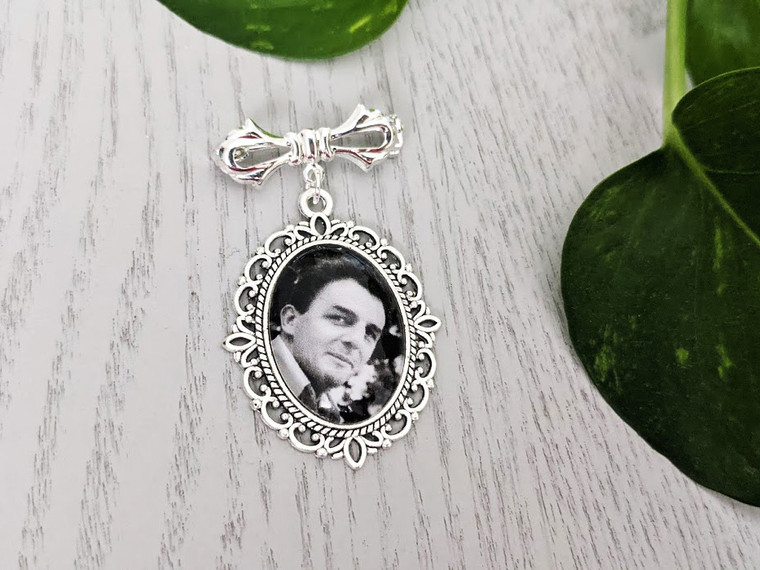 Bouquet Charm (Small Oval) in Antique Silver with pin- Lara Design