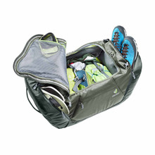Main Compartment and Organizational Pockets
